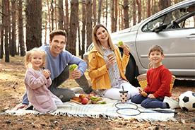 Jedzenie na podróż z dzieckiem. Jakie przekąski spakować na rodzinny wyjazd?