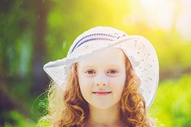 Udar słoneczny u dziecka. Po czym go rozpoznać i jak mu zapobiec?