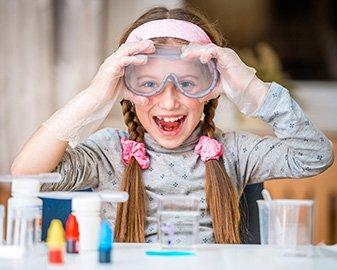 Eksperymenty chemiczne dla dzieci. TOP 5 zestawów naukowych