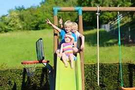 Plac zabaw do ogrodu dla dzieci. Jak ciekawie go urządzić?