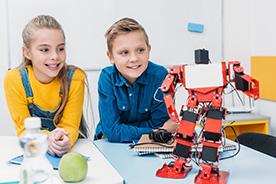 Programowanie dla dzieci. Ranking książek i zabawek, które mogą wprowadzić dziecko w cyfrowy świat