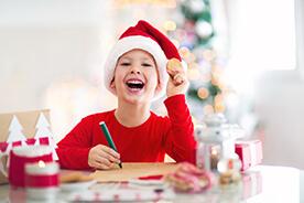 Przygotowania do świąt z dzieckiem. Czym zająć malucha, który nie może doczekać się Gwiazdki?
