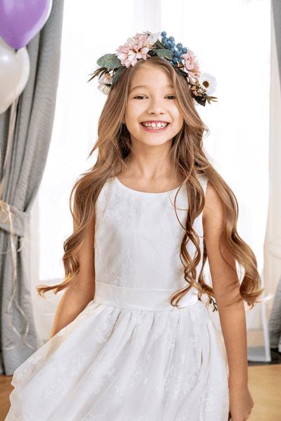 Biała, tiulowa sukienka za kolana