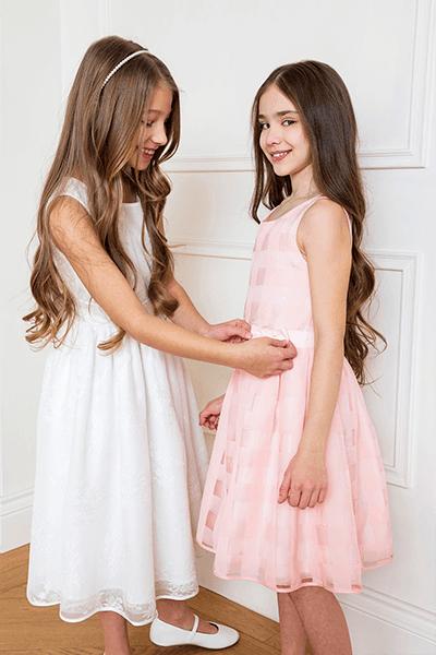 Różowa sukienka w szerokie pasy