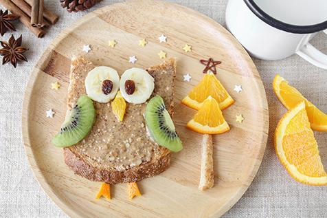Pomysły na zdrowe śniadania dla dzieci. Od czego może zacząć dzień dwulatek, a co przygotować nastolatkowi?