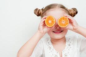 Cytrusy - źródło witaminy c - czy podawać je dzieciom?