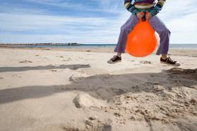 Skoczek dla dziecka – co to jest i na co zwracać uwagę przy wyborze?