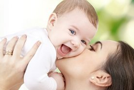 Kamienie milowe w życiu dziecka. Co powinno wydarzyć się w pierwszym roku po narodzinach?
