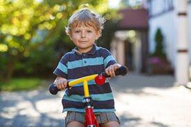 32 miesiąc życia dziecka – Kształtuje się samodzielność dziecka 32 miesiąc życia dziecka – Kształtuje się samodzielność dziecka. 32-miesięczny maluch kocha ruch