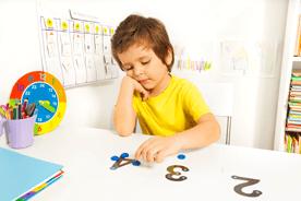 Problemy ze snem i koncentracją u małego dziecka – jakie mogą być przyczyny i jak sobie z nimi radzić?