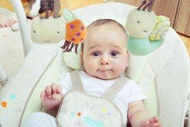 Przegląd huśtawek dla niemowląt. Na co zwracać uwagę przy wyborze?