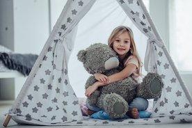 Tipi, rozkładany supermarket, namiot ogrodowy – wybieramy namiot dla dziecka
