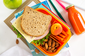 Śniadaniówka dla dziecka. W co spakować uczniowi drugie śniadanie?