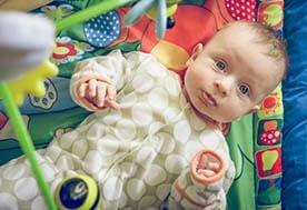 Czy niemowlakowi jest potrzebna karuzela nad łóżeczko?