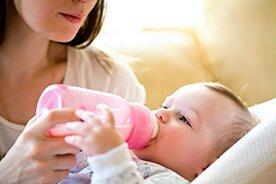 Karmienie dziecka butelką