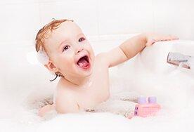 Wszystko, czego potrzebujesz do kąpieli dziecka, czyli top 10 najlepszych produktów