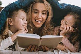Czytanie dzieciom bajek ma same zalety. Oto 7 najważniejszych z nich