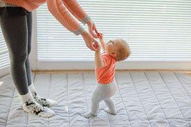 Kiedy dziecko staje - jak pomagać maluszkowi w ćwiczeniu stania?