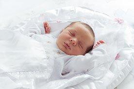 Jak przygotować niemowlęciu przytulne i bezpieczne miejsce do spania?
