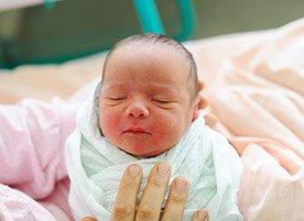 Moda na cesarskie cięcie - metody porodu