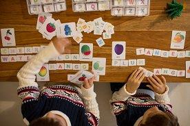Gry i zabawki do nauki angielskiego. Które warto wybrać?