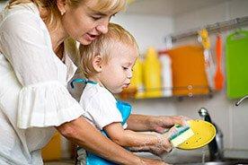 Rodzicu! Pomóż – zamiast wyręczać