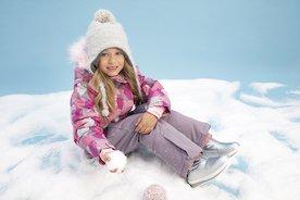 Idealna kurtka na zimę dla dziecka. Jaki model wybrać? Po czym poznać naprawdę ciepłą kurtkę?