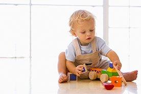 Drewniane zabawki dla rocznego dziecka – ranking 12 produktów, które zasługują na szczególną uwagę