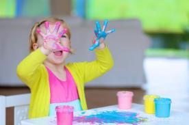 Farby do malowania palcami – jak wybrać odpowiednie?