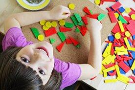 Koniec nudy w domu – przegląd łamigłówek, kolorowanek i wycinanek dla przedszkolaków
