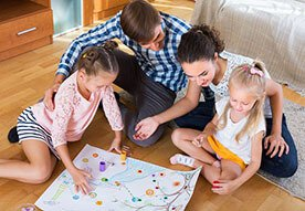 Jesienne zabawy - czym zająć dzieci w czasie deszczu?