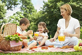 Piknik z dzieckiem– co spakować do koszyka i zabrać do zabawy?