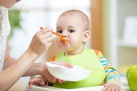 Jak i kiedy rozszerzać dietę niemowlaka?