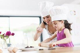 Mały szef kuchni – jak włączyć dziecko do pomocy w kuchni