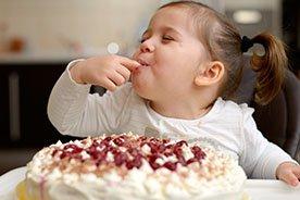 Zdrowe zamienniki słodyczy. Czym zastąpić cukier w diecie dziecka?